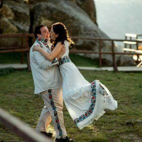 Вишивка весільна